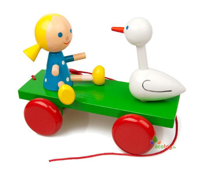 Ziehspielzeug mädchen und ente ist ein lustiges spielzeug
