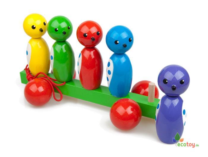 Ziehspielzeug holzkegeln ist ein buntes spielzeug für